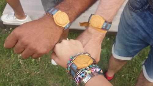 Reseaux-sociaux-prives-bracelet