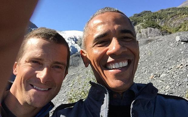 Selfie de Bear Grylls et Barack Obama
