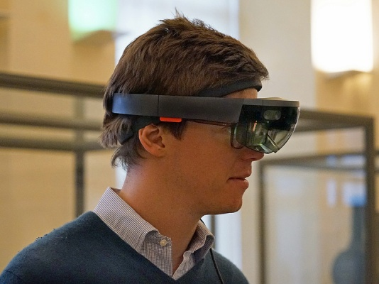casque-hololens-realite-augmentee-hologram-microsoft_c