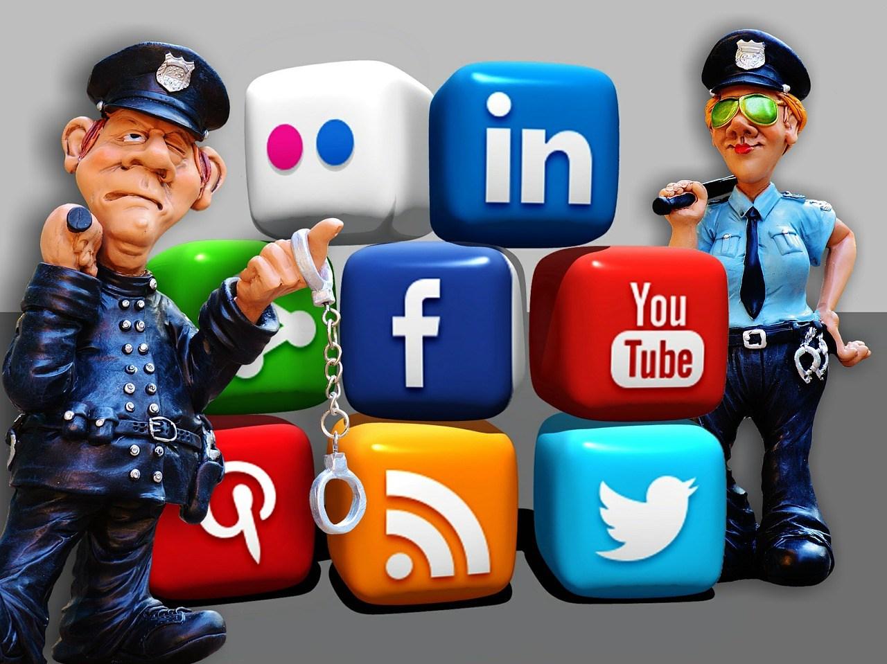 Les dangers des réseaux sociaux dans notre vie privée ! – Le blog des  étudiants SAWI