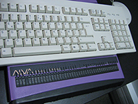 Plage braille branchée à un ordinateur